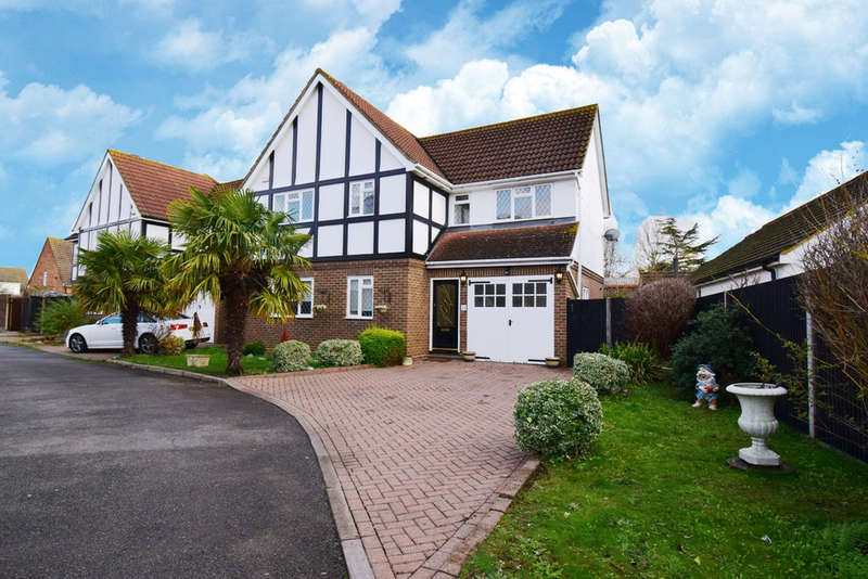 4 Bedrooms Detached House for sale in Orchard Close, West Ewell