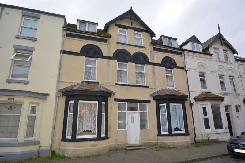 13 Bedrooms Terraced House for sale in Yorkshire Street, Blackpool, FY1 5BG