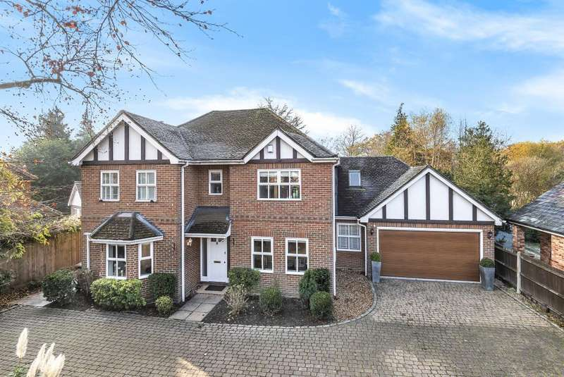 5 Bedrooms Detached House for sale in Finchampstead, Berkshire, RG40