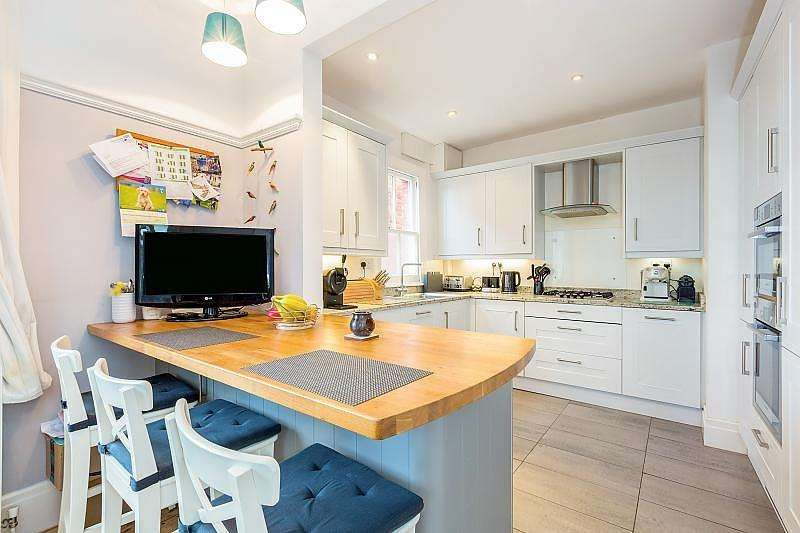 4 Bedrooms Semi Detached House for sale in Lorne Street, Reading, RG1