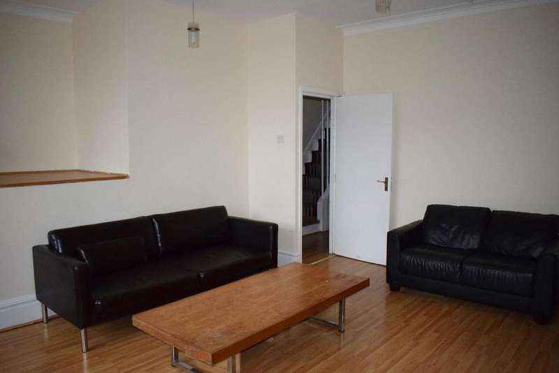 3 Bedrooms Apartment Flat for rent in 262 Upper Chorlton Road, Whalley Range, Manchester