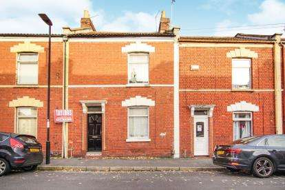 2 Bedrooms Terraced House for sale in Oxford Street, Barton Hill, Bristol, South Gloucestershire