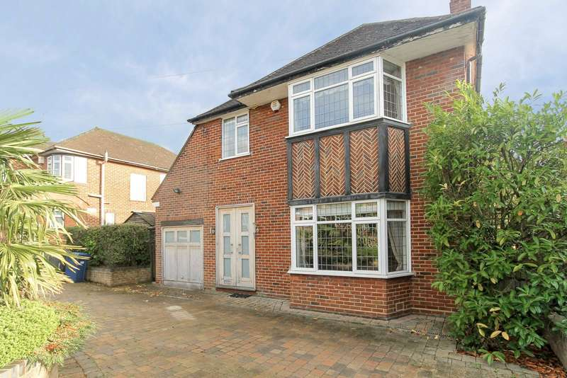 4 Bedrooms Detached House for rent in Blackwell Gardens, Edgware, HA8