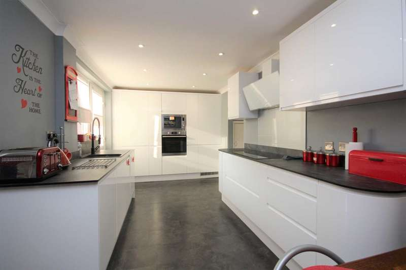 3 Bedrooms Semi Detached House for sale in Lilly Hill Road, Bullbrook