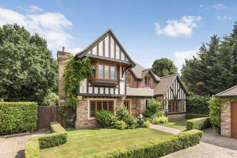 4 Bedrooms Detached House for sale in Baylis Place, Bickley, Bromley