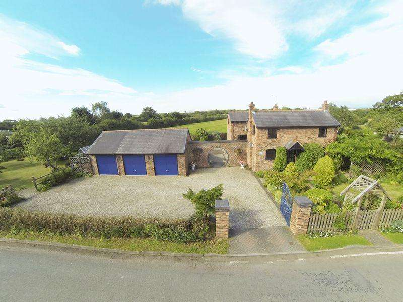 4 Bedrooms Detached House for sale in Bowling Bank, Wrexham