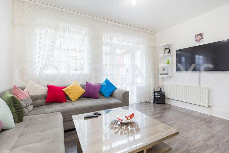 4 Bedrooms Town House for sale in Celandine Drive, London, E8