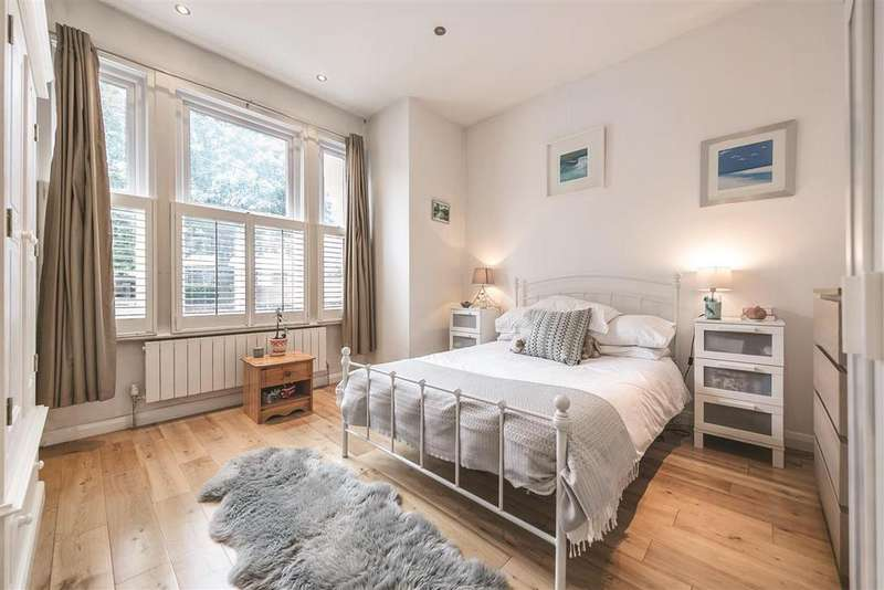 2 Bedrooms Flat for sale in Cavendish Road, SW12