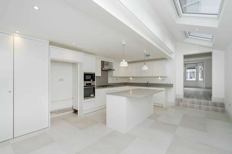4 Bedrooms House for rent in Cobbold Road, Shepherds Bush, W12