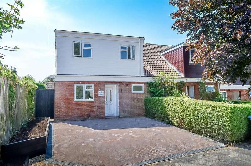 3 Bedrooms Semi Detached House for sale in Foxley Lane, Binfield, Bracknell