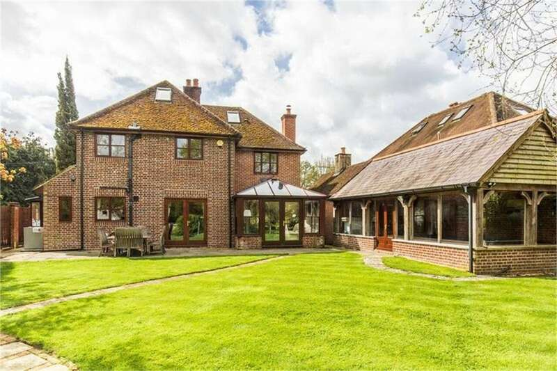 4 Bedrooms Detached House for sale in MINSTEAD, Hampshire