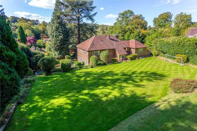 5 Bedrooms Detached House for sale in Weald Way, Caterham, Surrey, CR3
