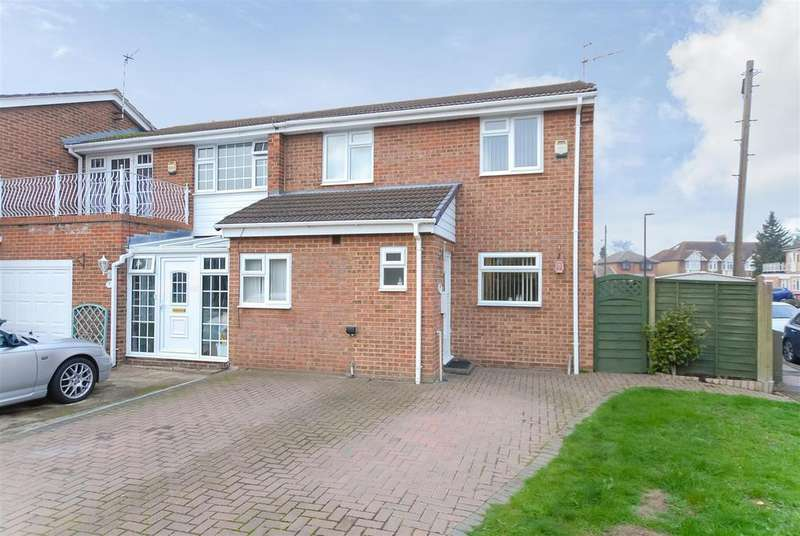 4 Bedrooms End Of Terrace House for sale in Warner Close, Cippenham