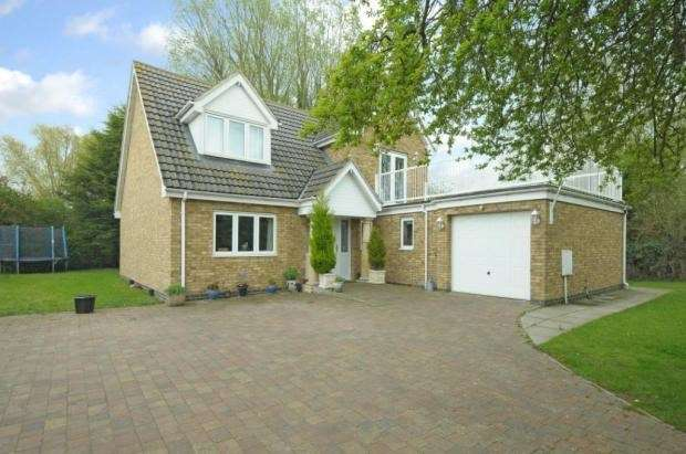 3 Bedrooms Detached House for sale in Luton Road, Barton-Le-Clay, Bedfordshire, MK45
