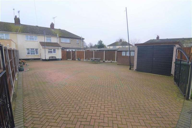 4 Bedrooms Terraced House for sale in Shakespeare Avenue, Tilbury, Essex