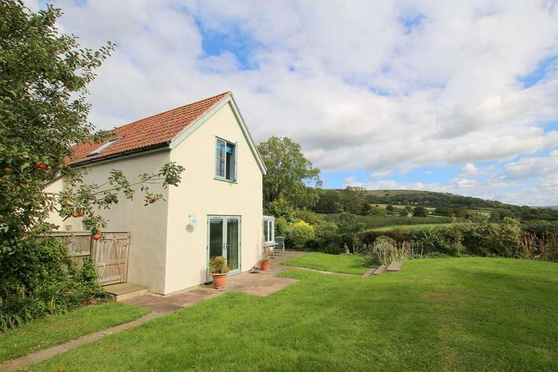 3 Bedrooms Detached House for sale in Superb gardens in a country setting