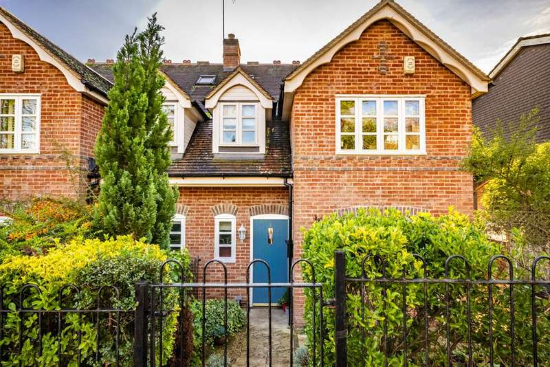 4 Bedrooms Semi Detached House for sale in 8 Woodfield Cottages, Streatley on Thames, RG8