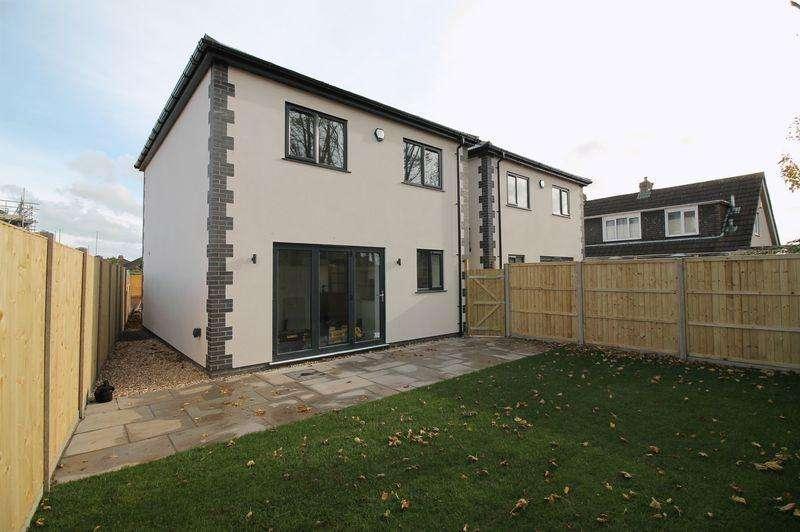 3 Bedrooms Detached House for sale in Grannys Lane, Hanham, Bristol