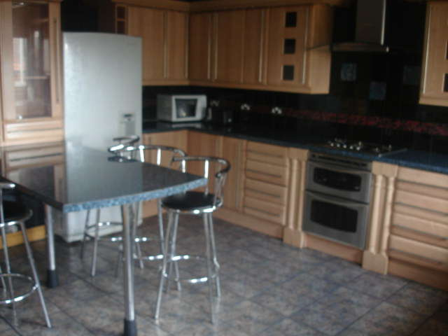 7 Bedrooms Terraced House for rent in Burley Road, Burley, Leeds