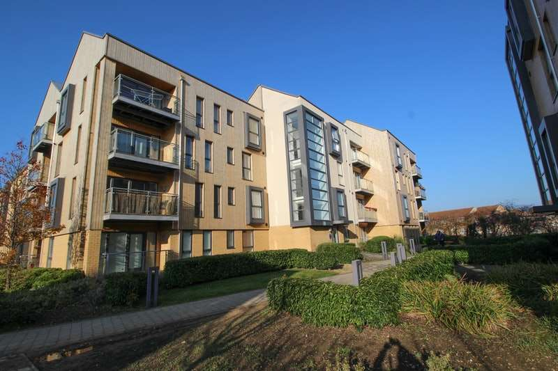 2 Bedrooms Flat for sale in Richmond Drive, Dunstable, Bedfordshire, LU5