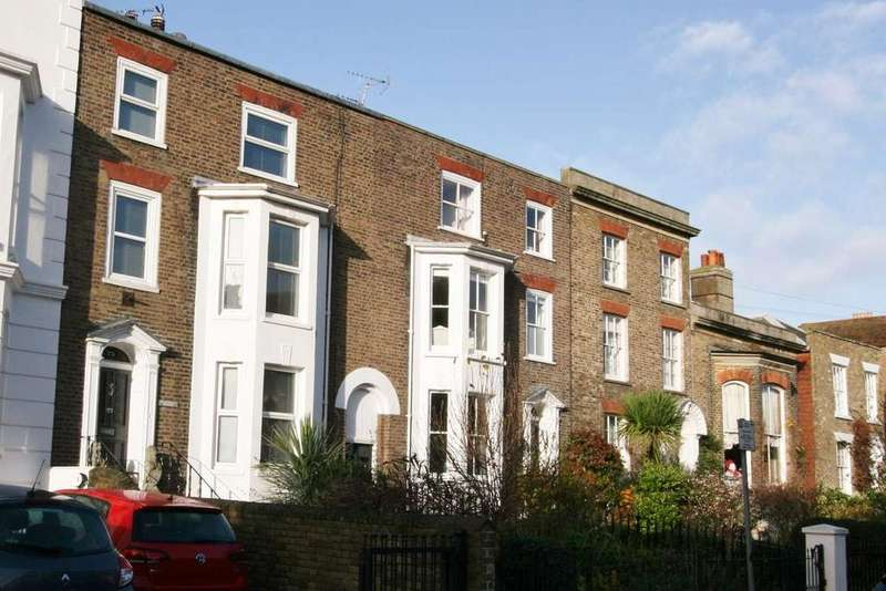 5 Bedrooms Town House for sale in Victoria Road, Deal