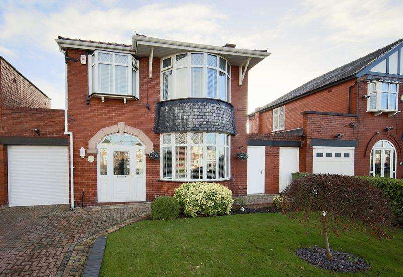3 Bedrooms Link Detached House for sale in Broadway, Chadderton, Oldham