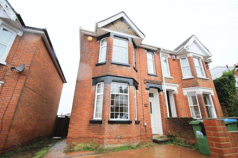 3 Bedrooms Semi Detached House for sale in Hillside Avenue, Southampton