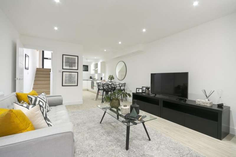3 Bedrooms Apartment Flat for sale in House Grange Road, E13