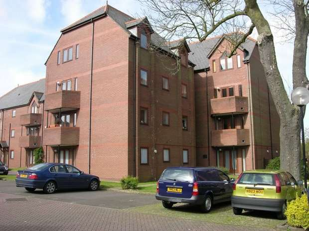 2 Bedrooms Flat for rent in Ashtree Court, Granville Road, St. Albans, Hertfordshire