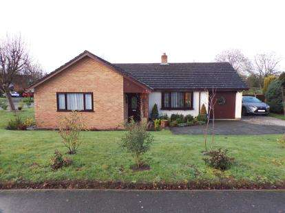 3 Bedrooms Bungalow for sale in Village Road, Lixwm, Holywell, Flintshire, CH8