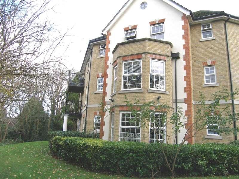 2 Bedrooms Flat for sale in Fuller Close, Bushey Heath