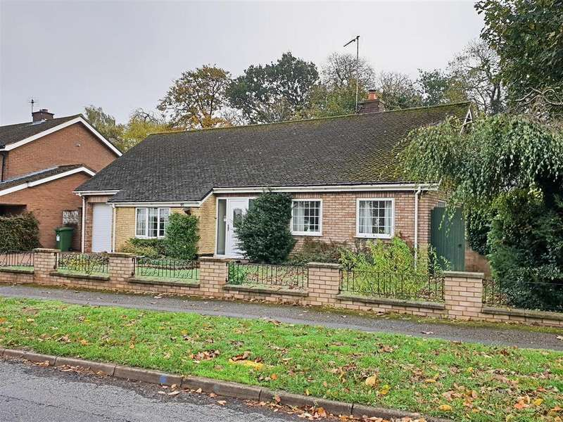 2 Bedrooms Detached Bungalow for sale in Whalley Drive, Bletchley, Milton Keynes
