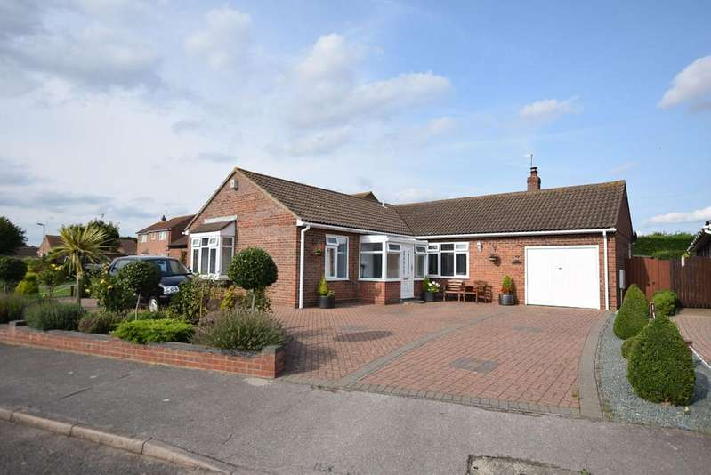 4 Bedrooms Detached Bungalow for sale in William Drive, Clacton-on-Sea