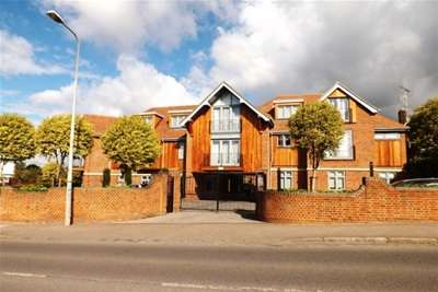 2 Bedrooms Flat for rent in Chigwell