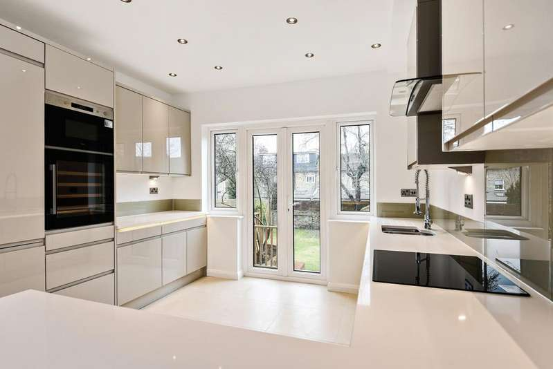 4 Bedrooms Terraced House for sale in Broadfield Road Catford SE6