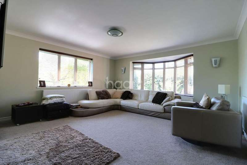 4 Bedrooms Bungalow for sale in Newton Road, Dovercourt, Harwich, Essex