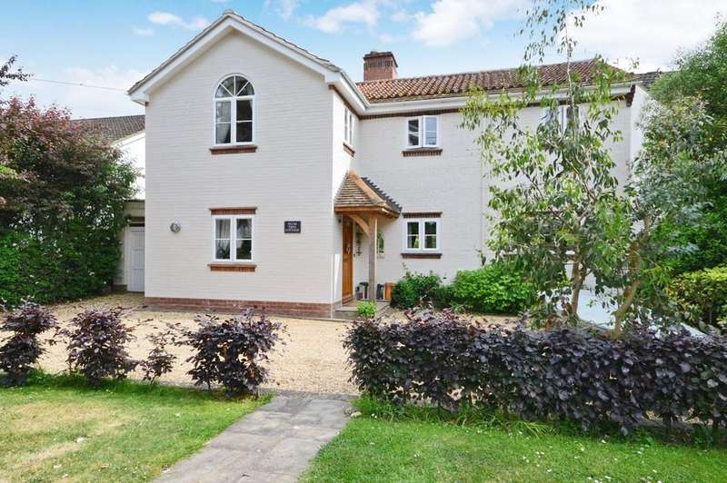 4 Bedrooms Detached House for sale in Royston Place, Barton On Sea, New Milton