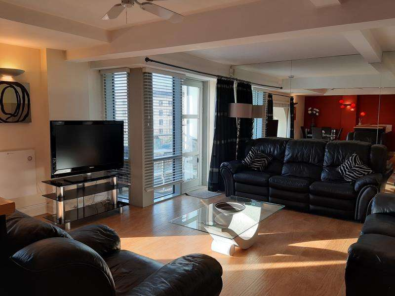 2 Bedrooms Apartment Flat for sale in Broderick Court