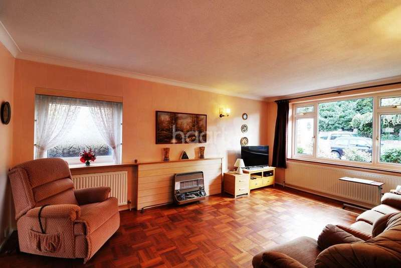 4 Bedrooms Detached House for sale in Longleat Way Bedfont