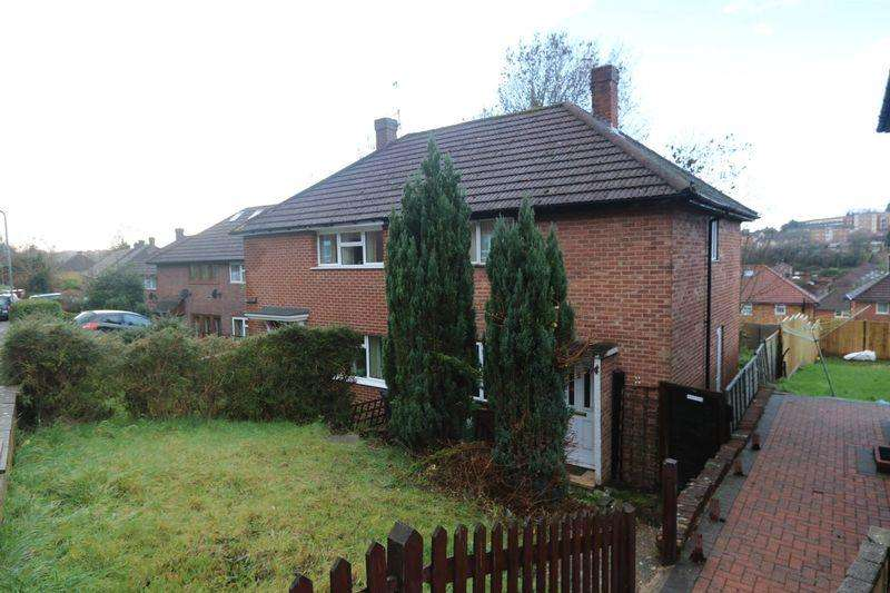 2 Bedrooms Semi Detached House for sale in Hawthorne Road, High Wycombe