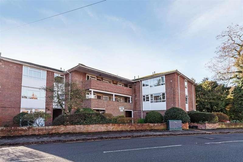2 Bedrooms Apartment Flat for sale in Crescent Road, Wokingham, Berkshire RG40 2DP