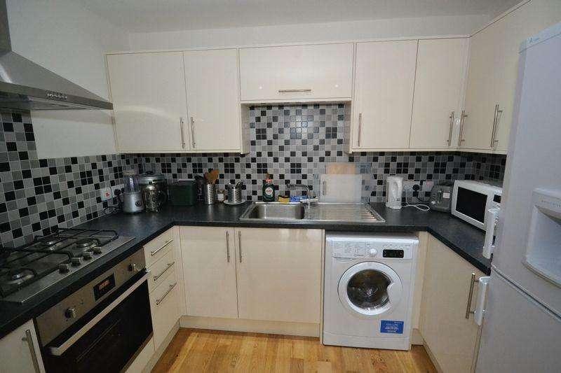 1 Bedroom Flat for sale in School Road, Cadbury Heath, Bristol
