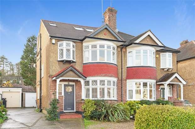 3 Bedrooms Semi Detached House for sale in Ravensmead Road, BROMLEY, Kent
