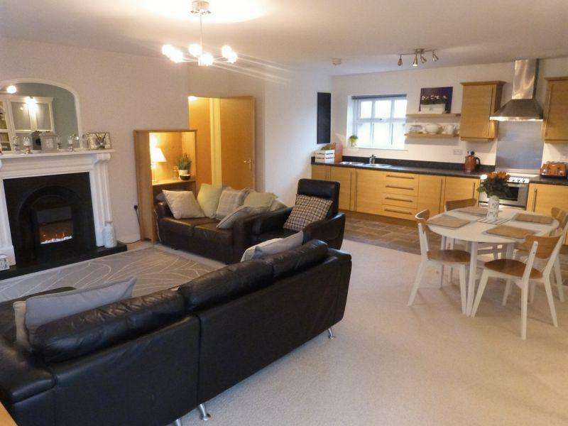 2 Bedrooms Apartment Flat for sale in Sandpipers, Rope Walk, Congleton, Cheshire, CW12 1HN