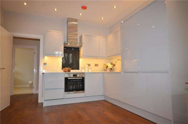 2 Bedrooms Apartment Flat for sale in Two The Braccans, London Road, Bracknell