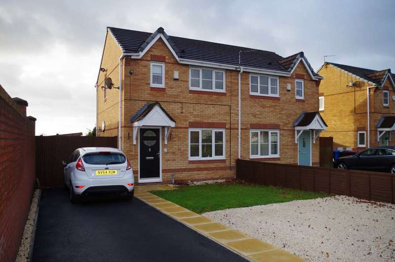 3 Bedrooms Semi Detached House for sale in Wilderbrook Grove, Little Hulton