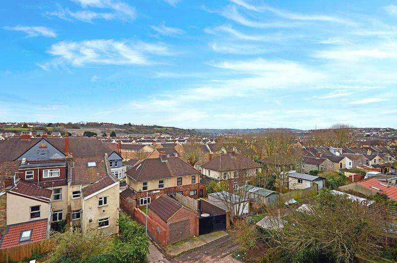 3 Bedrooms Maisonette Flat for sale in Cotswold Road, Bristol