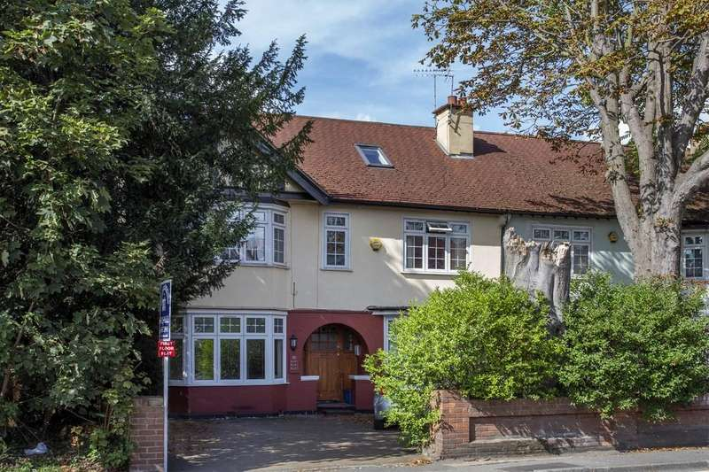 2 Bedrooms Apartment Flat for sale in Blake Hall Road, Wanstead