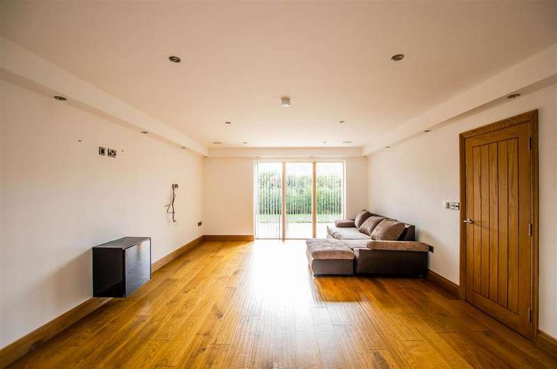 5 Bedrooms House for sale in The Drive, Wymondham