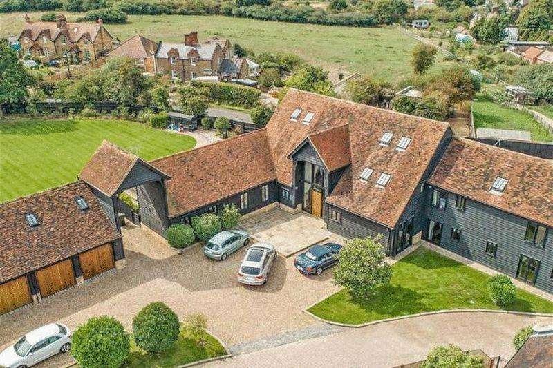 7 Bedrooms Detached House for rent in Woodgreen Road, Upshire EN9